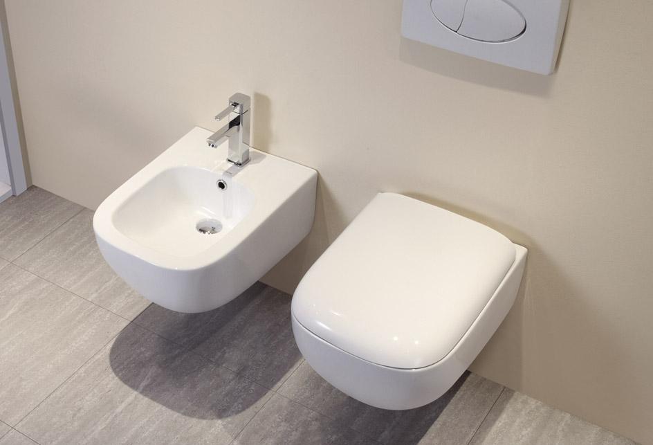 wandh ngende wc inkl wc sitz soft close f r kleines g ste. Black Bedroom Furniture Sets. Home Design Ideas